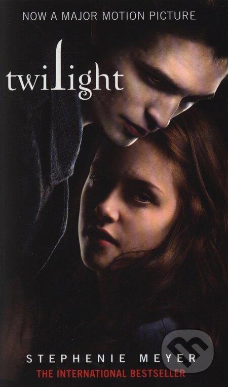 Poté, co se Bella zotaví z útoku upíra, který ji málem stál život, chystá se s Edwardem.